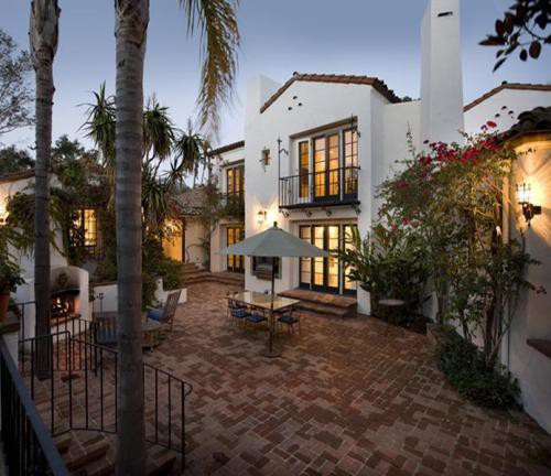 Spanish Style Homes With Courtyards: Spanish Revival Style